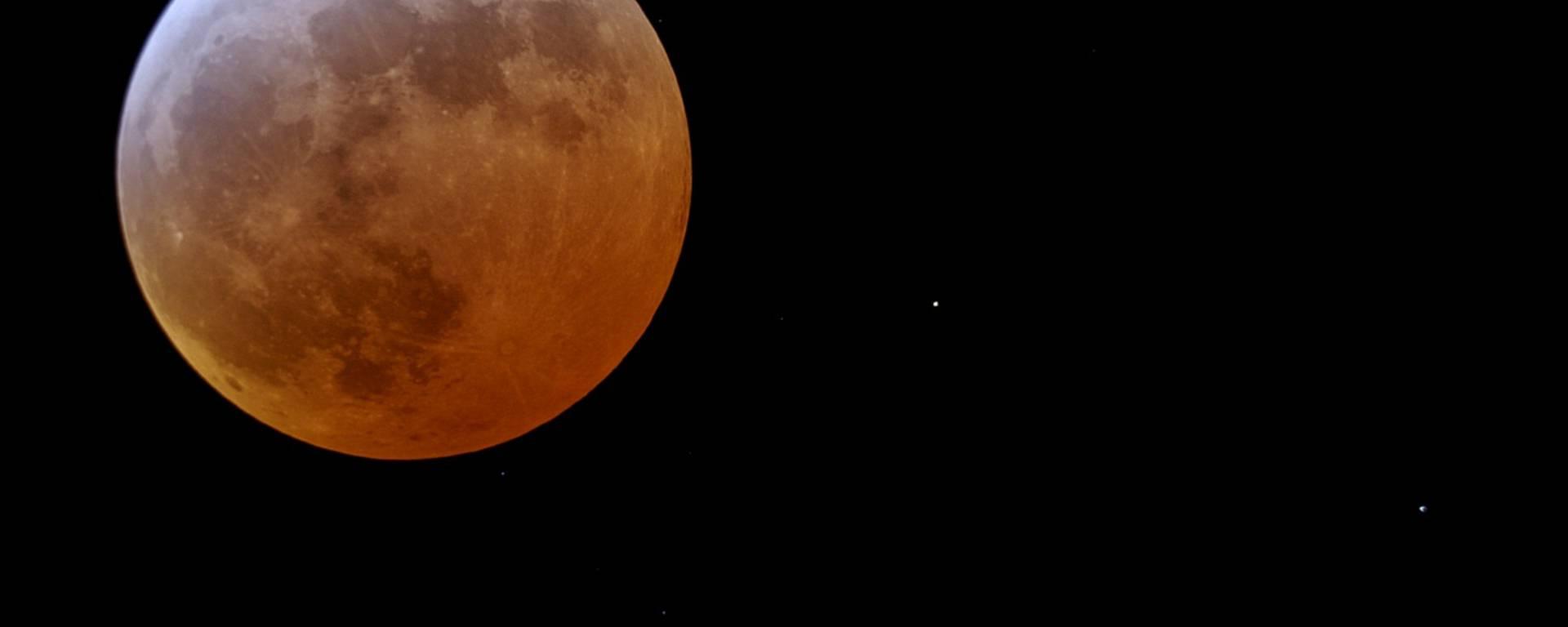 Eclipse totale de Lune 2007 au téléscope Vixen