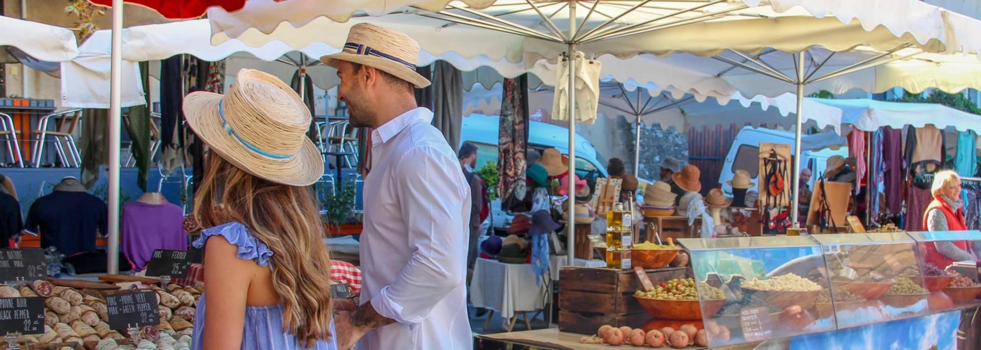 Marché de Bonnieux dans le Luberon | Étal | Couple | Gastronomie