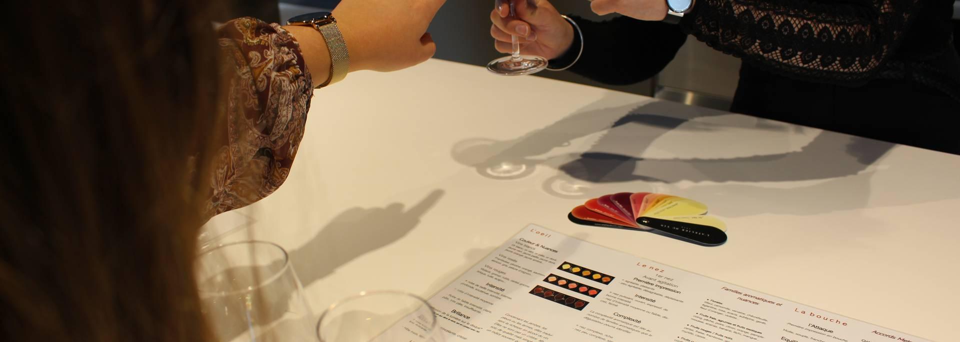 Atelier dégustation de vin de La Cavale | Domaine viticole du Luberon