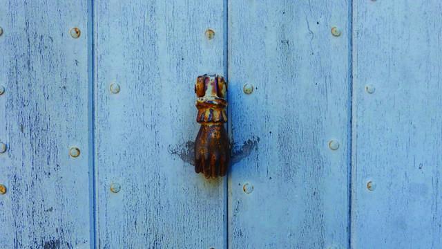 Porte bleu   Poignée   Main
