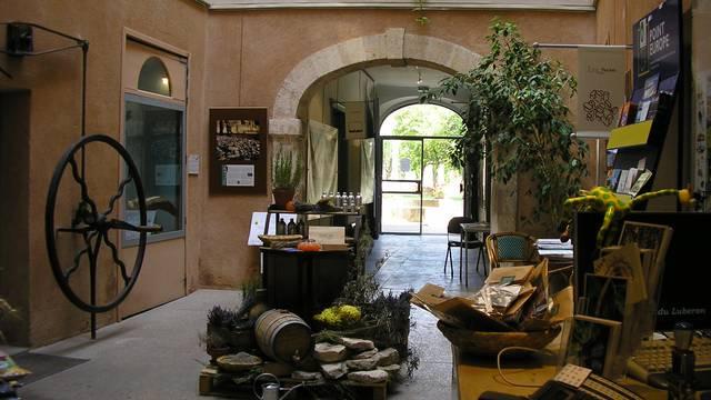 Maison du parc du Luberon