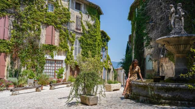 Village de Saignon | Place de la Fontaine à Saignon | Village perché du Luberon