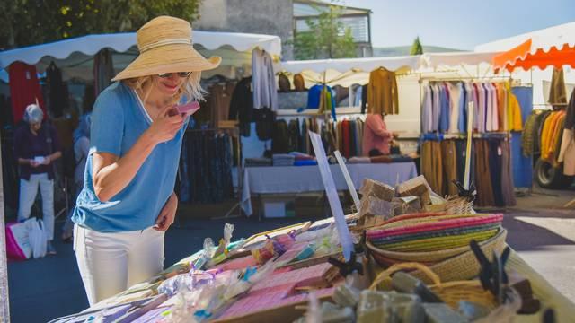 Marchés dans le Luberon | Marché de Provence | Marché d'Apt | Marché artisanal | Marché des producteurs | Produits locaux | Spécialités Provençales