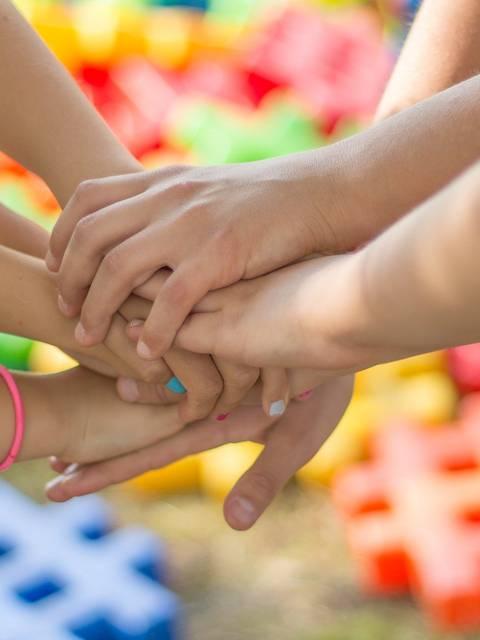 Activités famille dans le Luberon | Mains | Jeux d'enfants | Activités enfant