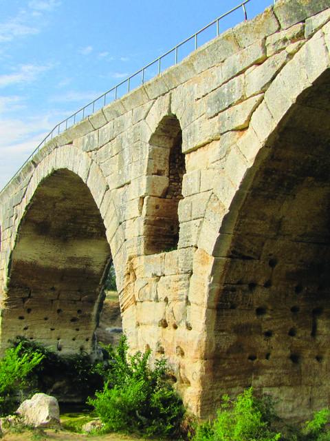 Pont Julien | Pont Romain