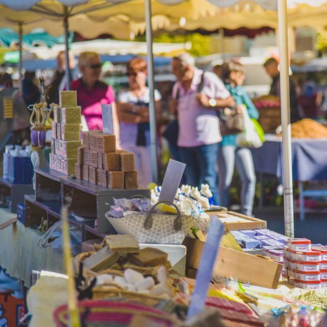 Marché de Bonieux dans le Luberon | Étals | Gastronomie | Exposants