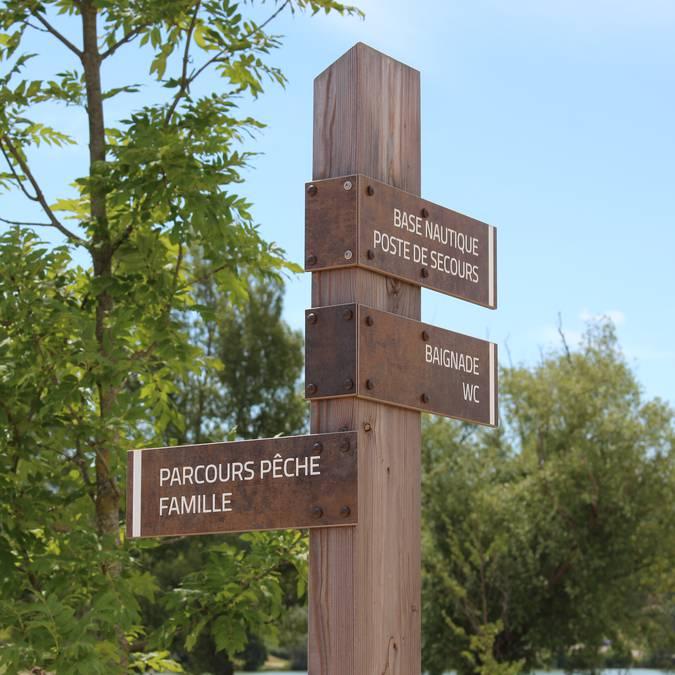 Plan d'eau de la Riaille | Base de loisirs | Panneau de direction