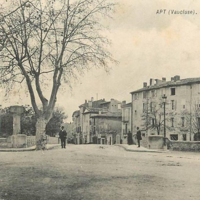 Place et pont de la bouquerie à Apt